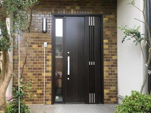 PATTOリフォーム / 玄関扉交換でお家の印象がかわります
