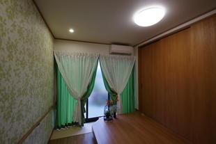 かつて和菓子屋として使われたお店の一部を増築してスロープのある居室へリフォーム