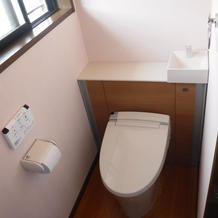 清潔感のある落ち着いた雰囲気のトイレに...