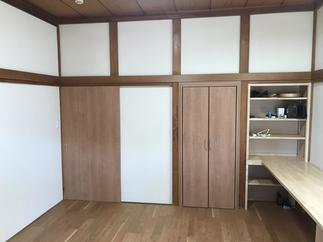 造作の勉強机と本棚は、息子さんのお気に入り♪収納スペースもプラスしました!