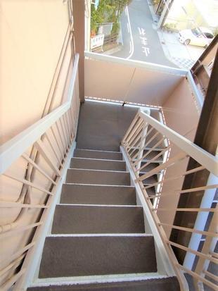 屋外階段修繕工事(防滑対策実施)