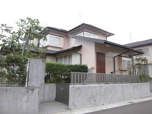 屋根・外壁塗装、木製ドアも塗装してリフレッシュ