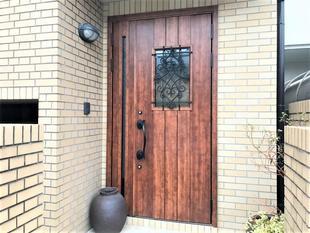 玄関リフォームで家の顔も新しく!