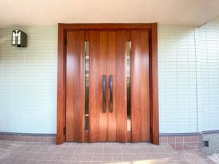 両開きドアで機能性抜群な玄関リフォーム!