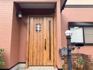 暖色×暖色で統一感のある玄関