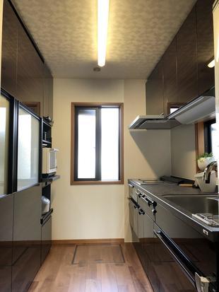 シックで上品な高級家具のようなキッチン