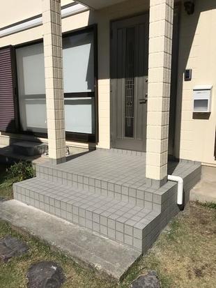 玄関ポーチタイル張替え工事