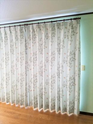 カジュアルな遮光カーテン