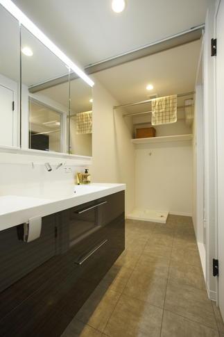 洗面脱衣室を広げてたっぷり物干しスペースに