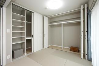 しまうものに合わせて収納を設計した和室