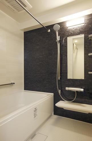 壁の位置をずらして浴室をサイズアップ