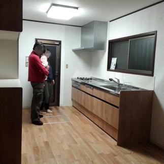 孤立したキッチンから 開放的なキッチンへ