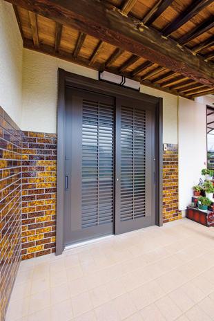 【つくば市】~築32年の玄関引戸を交換、新しい家の顔へ~