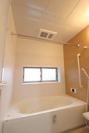【つくば市】バスルームを暖めるため、浴室暖房機設置