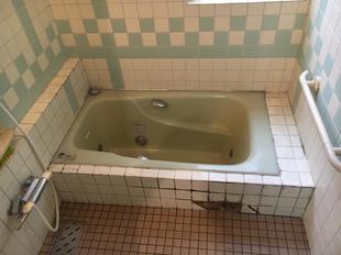 浴室のタイル改修、シーリング工事で生まれ変わりました!
