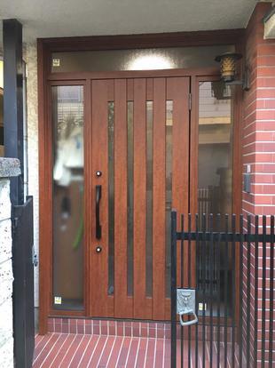 古くなった玄関ドアと勝手口ドアリフォーム工事