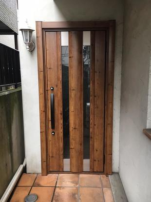 古くなった玄関ドアを交換リフォームしました!
