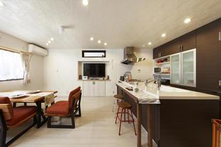 茶道に使う和室や水屋をプラン。ペットのスペースも充実し、キッチンにはカウンターを
