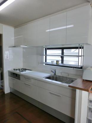 白く美しいキッチンへ