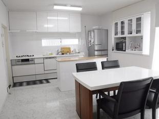 高良内町 T様邸  白を基調としたラグジュアリーダイニングキッチン