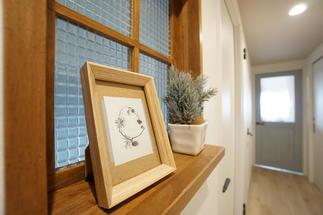 玄関脇に室内小窓
