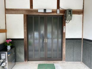 真庭市/交換した玄関引戸に網戸も取付け通気を快適に
