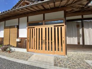 新見市/4枚建ての玄関引き戸を断熱性能向上リフォーム!