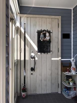 1日で完工!玄関ドアリフォームで見た目も美しく、断熱性能もアップ!