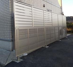 植栽手入れの手間を軽減し、スタイリッシュなフェンスを設置