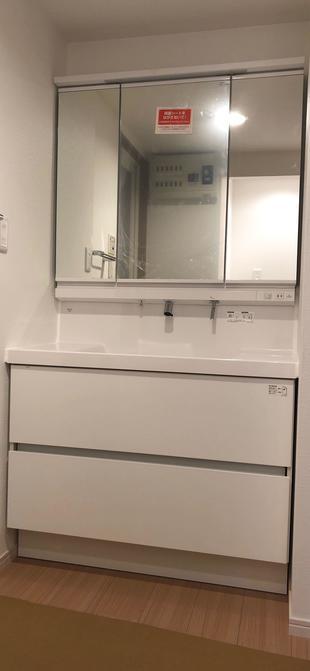 ゚*。☆洗面化粧台と壁紙をまるっと変えて気分一新しませんか♪お洒落で使い勝手が良い快適空間ぺ*。☆