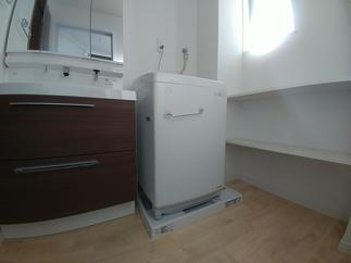 洗濯機パンと収納棚(2段固定棚)の新設