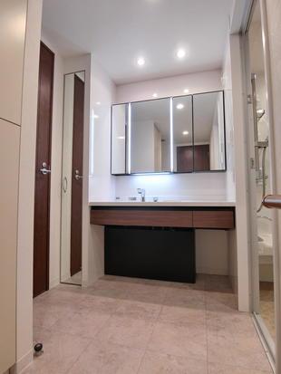千葉市中央区 ご夫婦想いな洗面室と浴室空間
