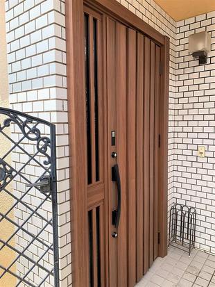 千葉県 玄関が新築のように!リシェントのカバー工法でカンタン1Dayリフォーム