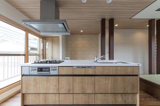 陽当たりの良い2階に移動したLDKのキッチン