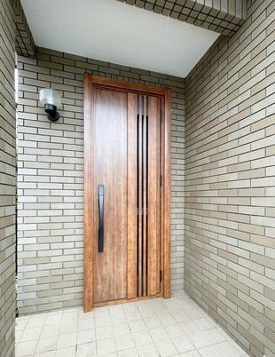千葉市中央区 心地良さを追求!玄関ドア1DAYリフォーム