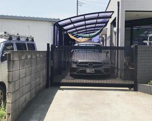ガレージと玄関の門扉を交換リフォーム